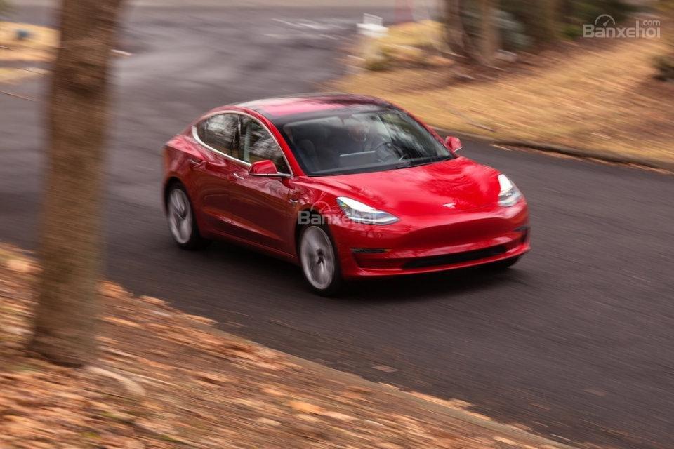 Đánh giá xe Tesla Model 3 2018 về động cơ.