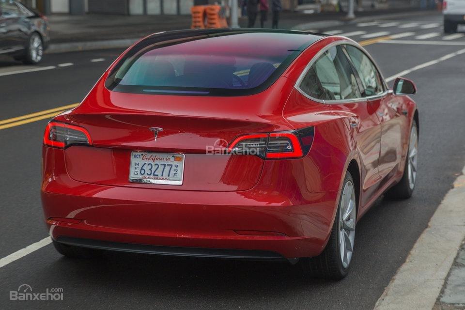 Đuôi xe Tesla Model 3 2018