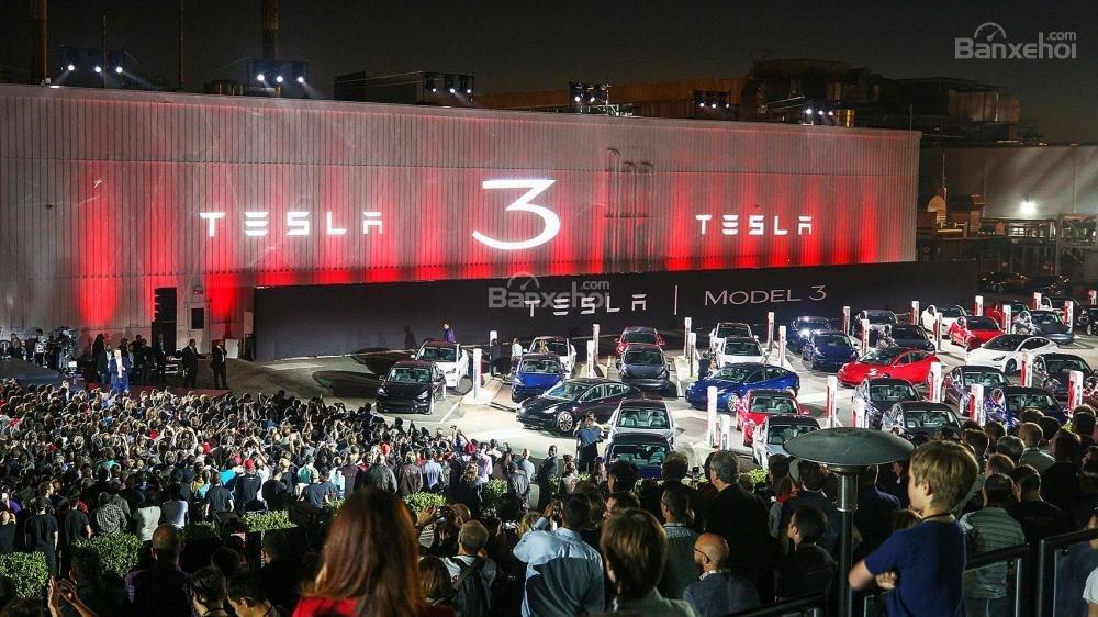 Tesla Model 3 có giá khởi điểm từ 35.000 USD (795 triệu đồng).