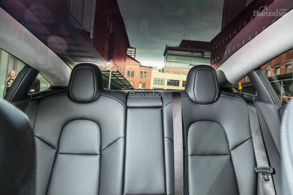 Đánh giá xe Tesla Model 3 2018 về hệ thống ghế ngồi - Ảnh a2