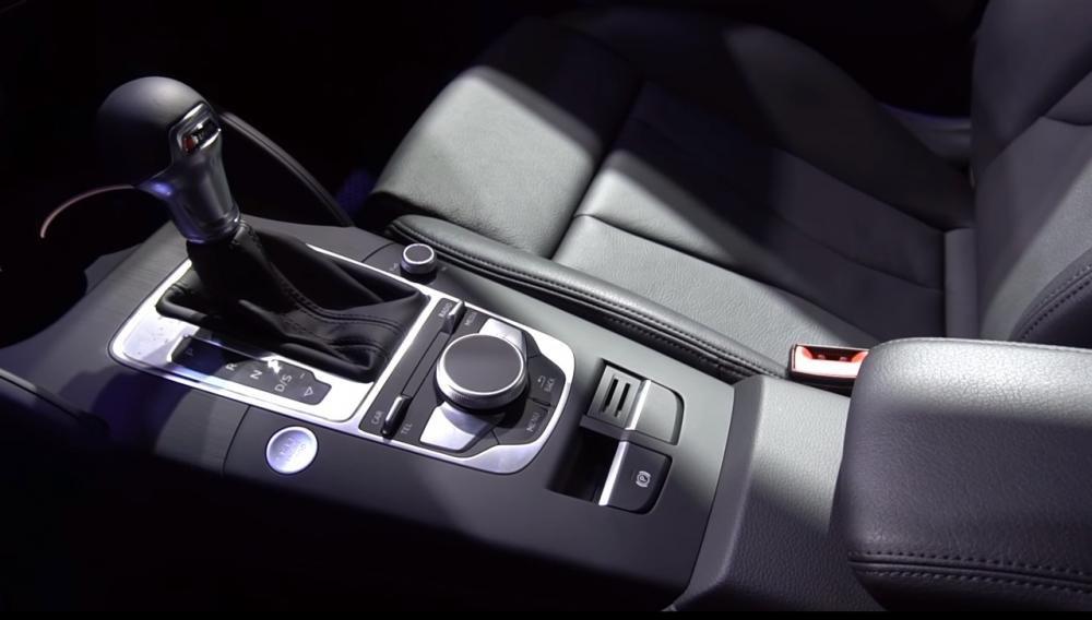 Ảnh chụp khu vực điều khiển xe Audi A3 2018