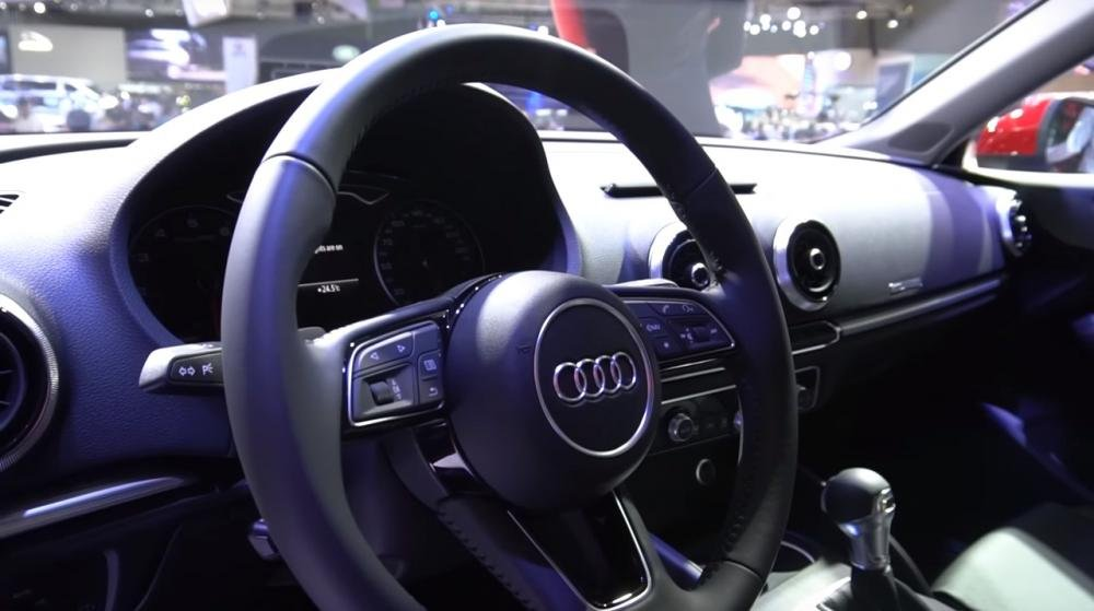 Ảnh chụp vô-lăng xe Audi A3 2018