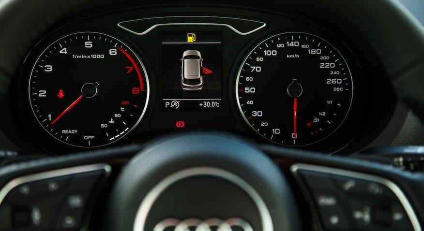 Ảnh chụp cụm đồng hồ xe Audi A3 2018