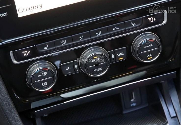 Đánh giá xe Volkswagen Golf GTI 2018 về trang bị tiện nghi 4a