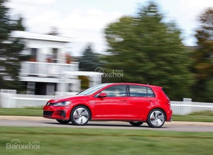 Đánh giá xe Volkswagen Golf GTI 2018 về mức tiêu hao nhiên liệu 1a