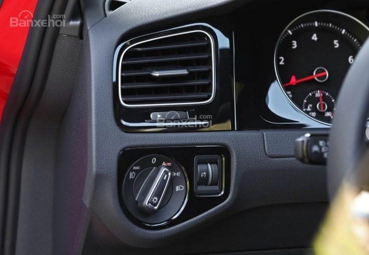 Đánh giá xe Volkswagen Golf GTI 2018 về trang bị tiện nghi 2a
