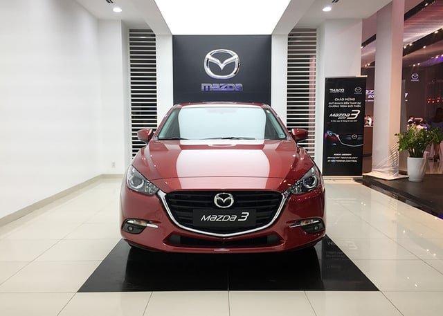 Cùng tầm giá 750 triệu đồng, chọn sedan Mazda3 2.0L 2018 hay Honda Civic 1.8E 2018? 1