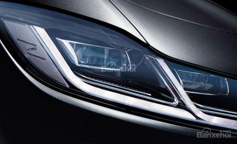 Đánh giá xe Jaguar I-Pace 2019: Đèn pha.
