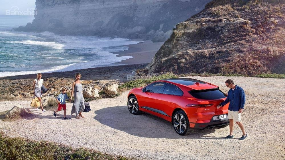 Đánh giá xe Jaguar I-Pace 2019: Khoang hành lý rộng.