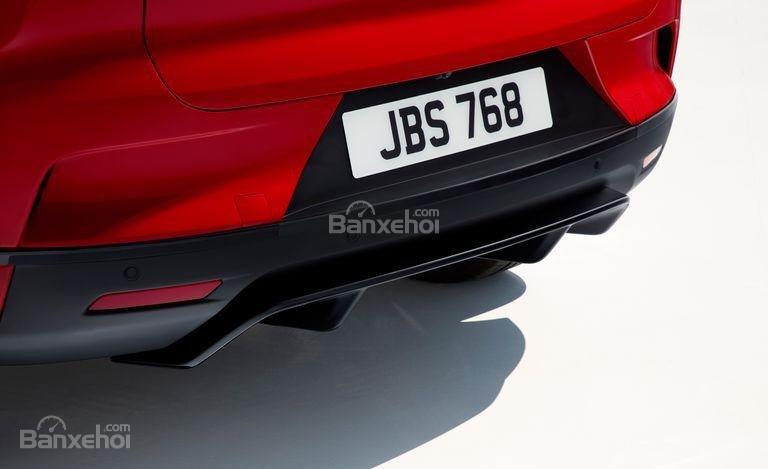 Đánh giá xe Jaguar I-Pace 2019: Cản va đuôi xe.