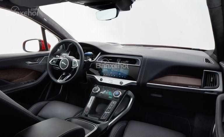 Đánh giá xe Jaguar I-Pace 2019: nội thất xe sang trọng.