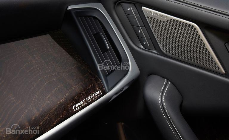 Đánh giá xe Jaguar I-Pace 2019: Chi tiết nội thất.