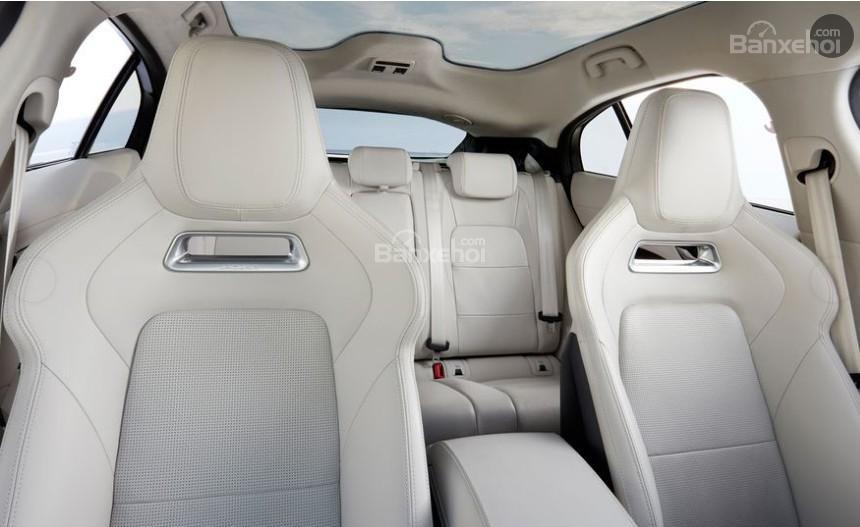 Đánh giá xe Jaguar I-Pace 2019: Ghế ngồi rộng rãi.