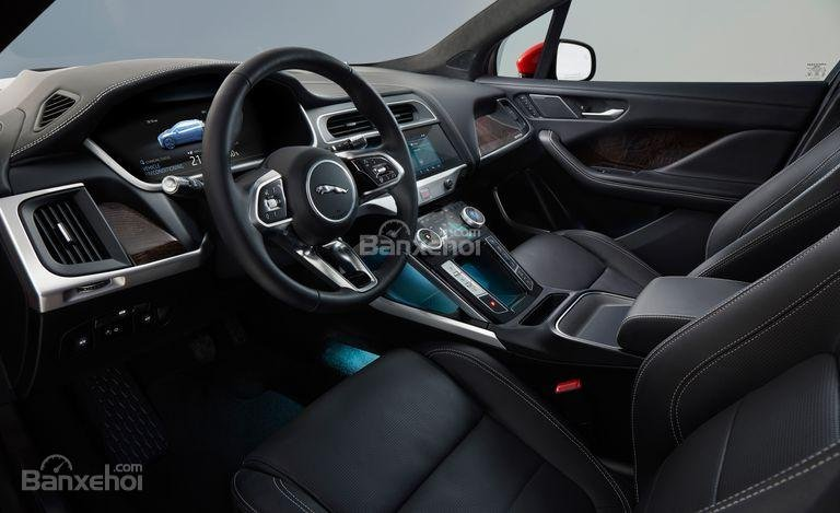 Đánh giá xe Jaguar I-Pace 2019: Hệ thống thông tin đa dạng.