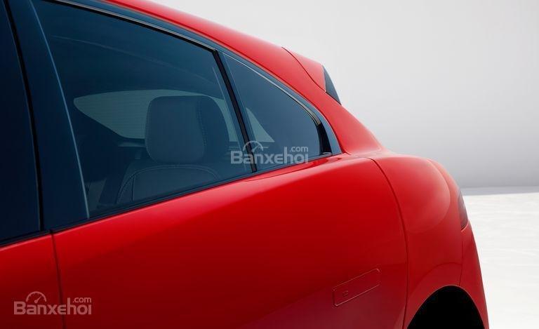 Đánh giá xe Jaguar I-Pace 2019: Kính đuôi xe.