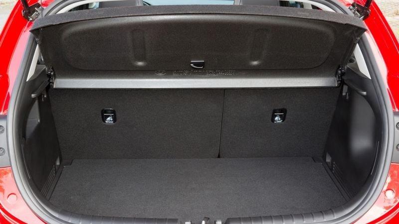 Khoang chứa đồ trên biến thể Hatchback rộng rãi 2