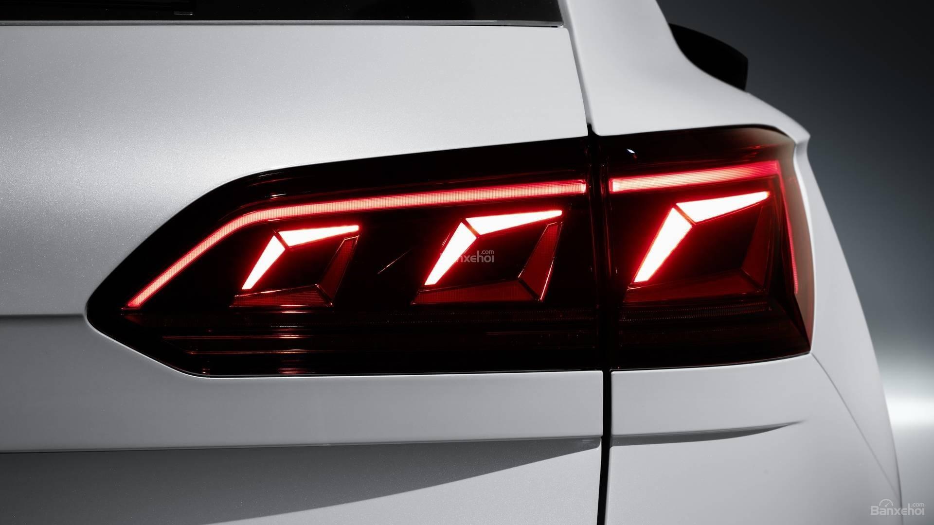 Đánh giá xe Volkswagen Touareg 2019 về thiết kế đuôi xe: đèn hậu LED đẹp mắt 2