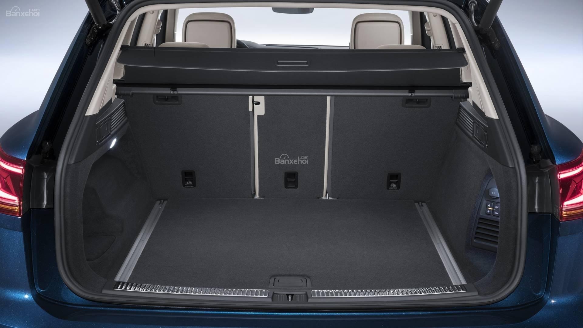 Đánh giá xe Volkswagen Touareg 2019 về khoang hành lý: dung tích 810 lít 2