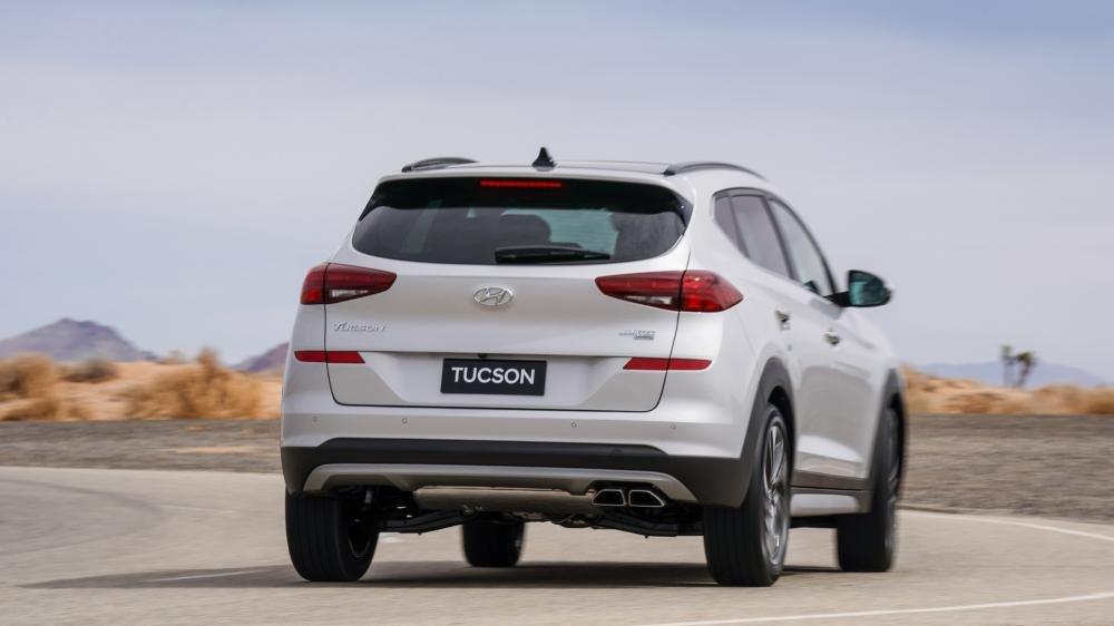 So sánh Hyundai Tucson 2019 mới và Hyundai Tucson 2018 cũ về đuôi xe a1