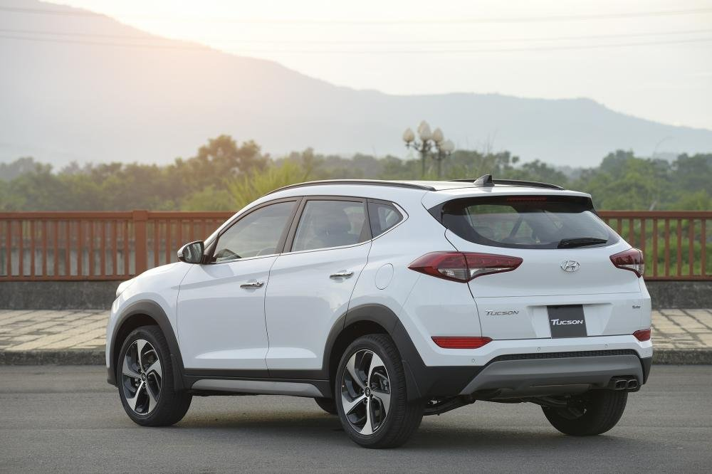 So sánh Hyundai Tucson 2019 mới và Hyundai Tucson 2018 cũ về đuôi xe a6