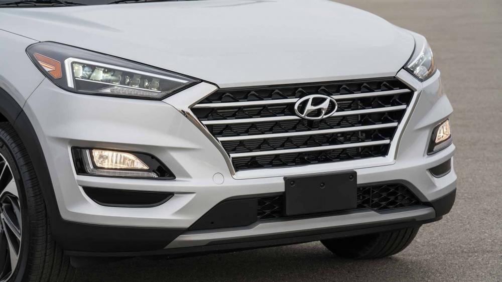 So sánh Hyundai Tucson 2019 mới và Hyundai Tucson 2018 cũ về lưới tản nhiệt a1