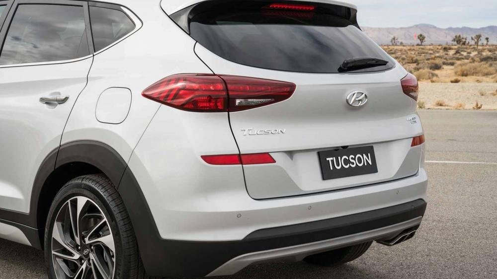 So sánh Hyundai Tucson 2019 mới và Hyundai Tucson 2018 cũ về đuôi xe a3