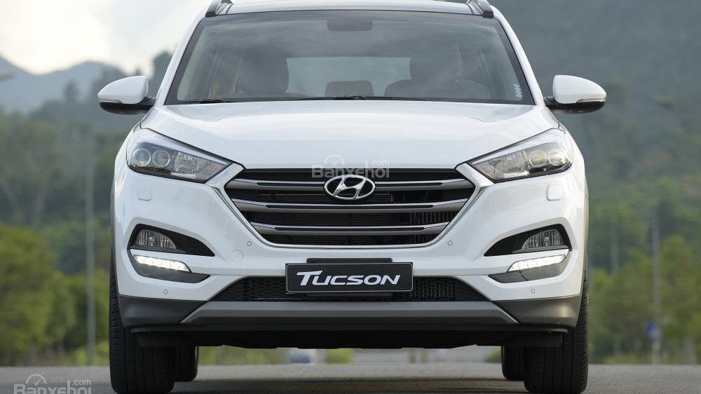 So sánh Hyundai Tucson 2019 mới và Hyundai Tucson 2018 về đầu xe a2
