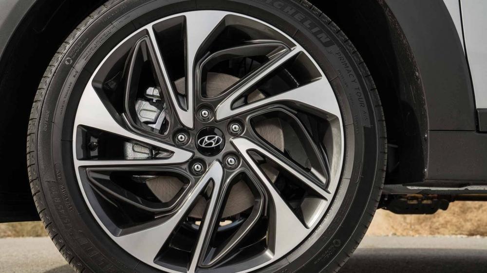 So sánh Hyundai Tucson 2019 mới và Hyundai Tucson 2018 cũ về la-zăng a1