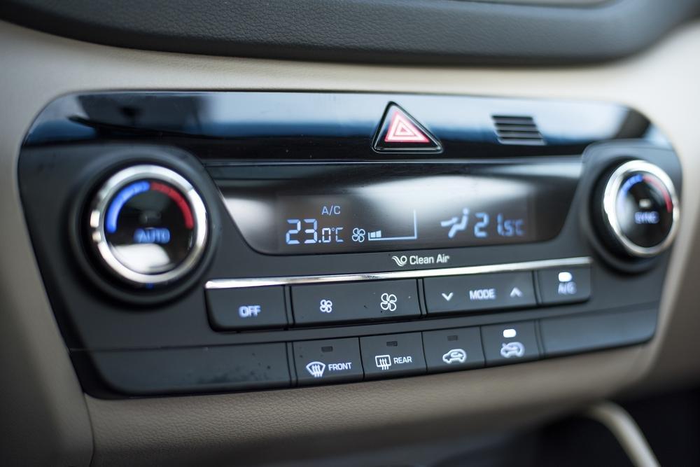 So sánh Hyundai Tucson 2019 mới và Hyundai Tucson 2018 về cụm điều khiển trung tâm a2