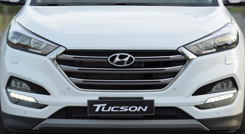 So sánh Hyundai Tucson 2019 mới và Hyundai Tucson 2018 cũ về lưới tản nhiệt a2