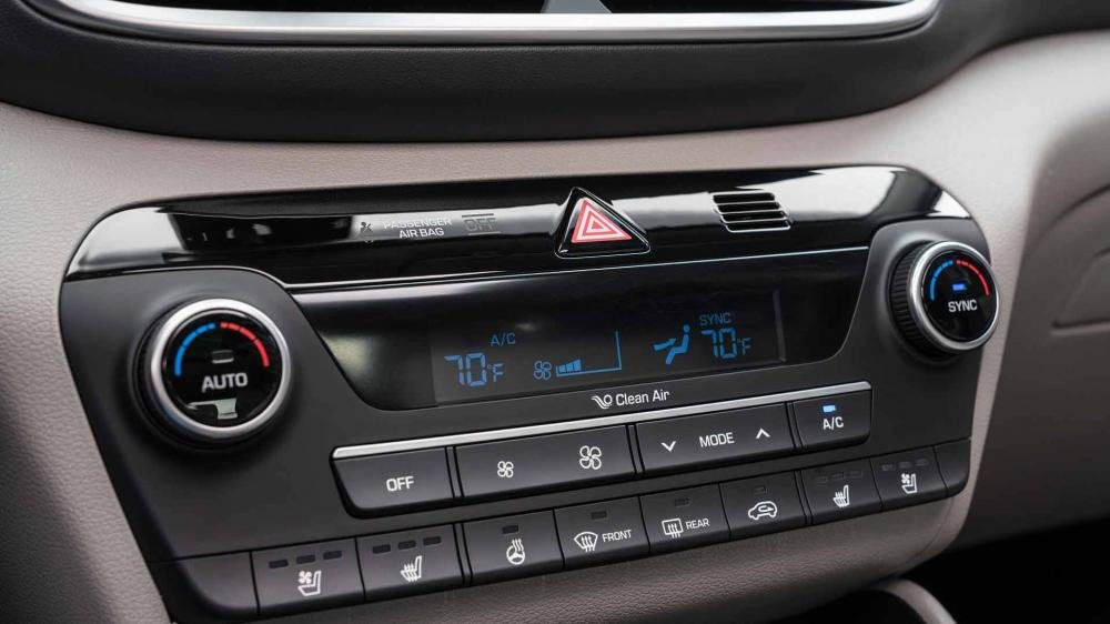 So sánh Hyundai Tucson 2019 mới và Hyundai Tucson 2018 về cụm điều khiển trung tâm a1
