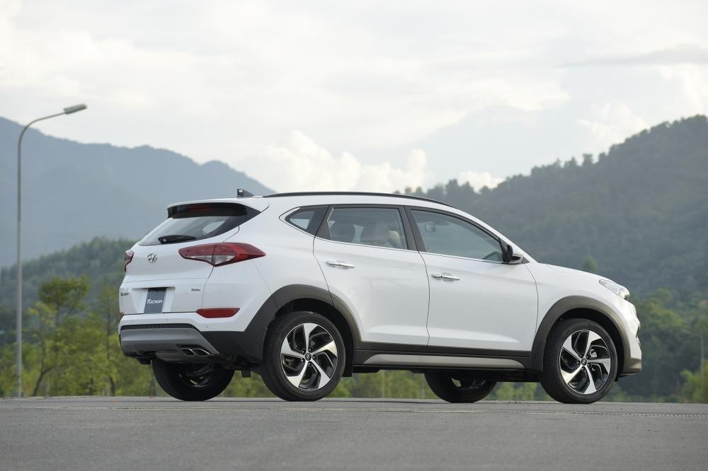 So sánh Hyundai Tucson 2019 mới và Hyundai Tucson 2018 cũ về thân xe a2