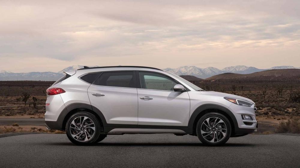 So sánh Hyundai Tucson 2019 mới và Hyundai Tucson 2018 cũ về thân xe a1