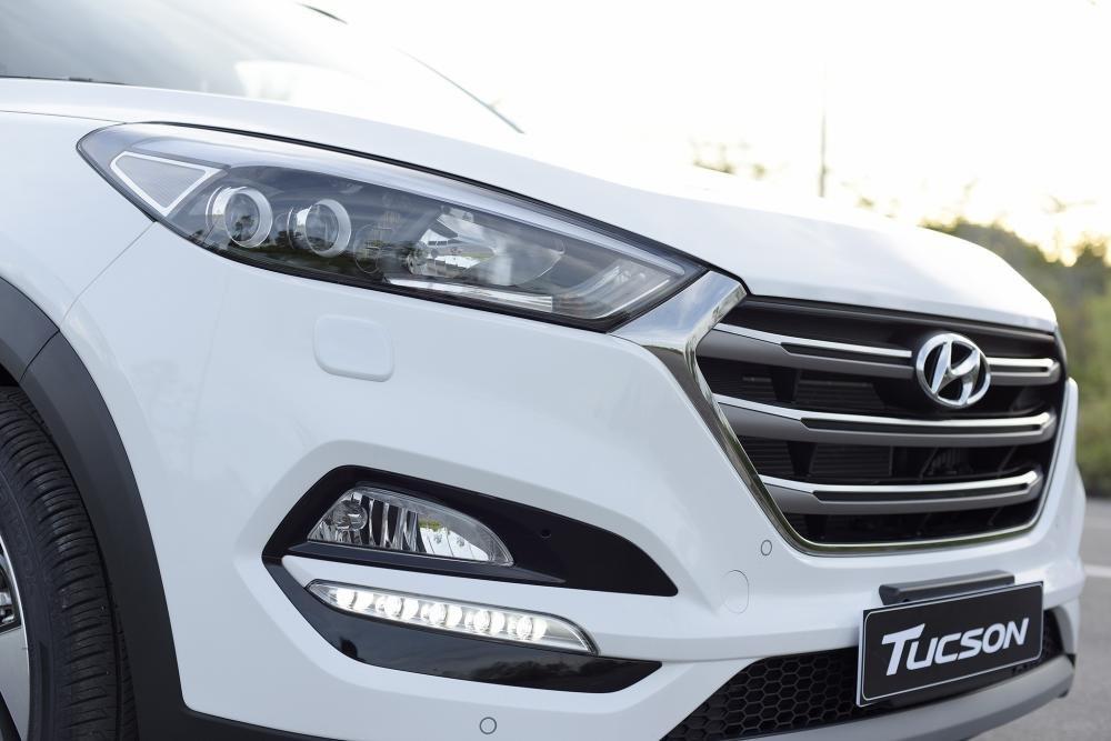 So sánh Hyundai Tucson 2019 mới và Hyundai Tucson 2018 cũ về đèn pha a2