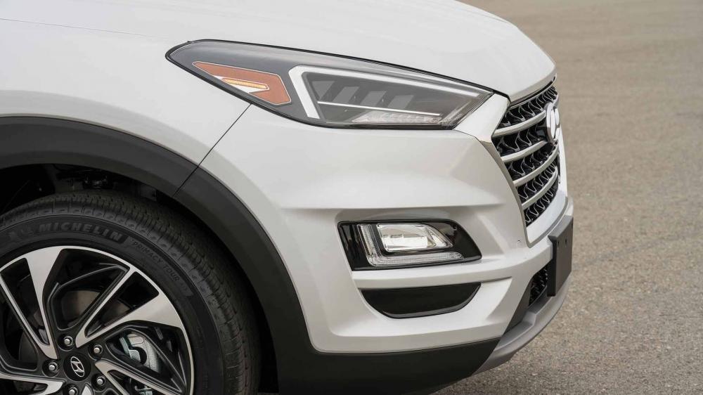 So sánh Hyundai Tucson 2019 mới và Hyundai Tucson 2018 cũ về đèn pha a1
