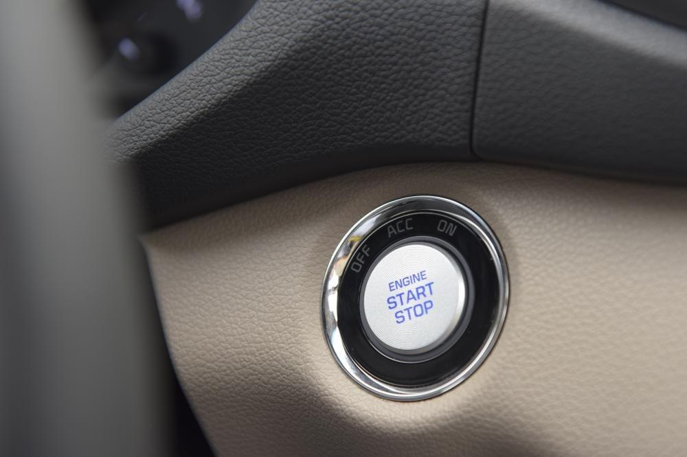So sánh Hyundai Tucson 2019 mới và Hyundai Tucson 2018 về nút bấm khởi động a2