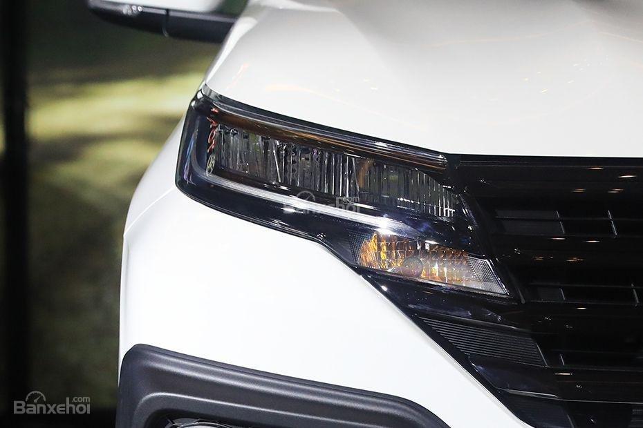 Đèn pha xe Toyota Rush 2018 .