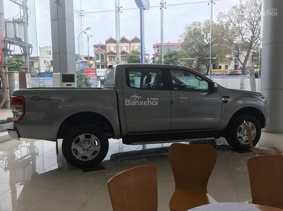 Bán xe Ford Ranger 2.2L XLS AT 4x2 năm 2018, màu bạc, nhập khẩu nguyên chiếc, giá tốt-3