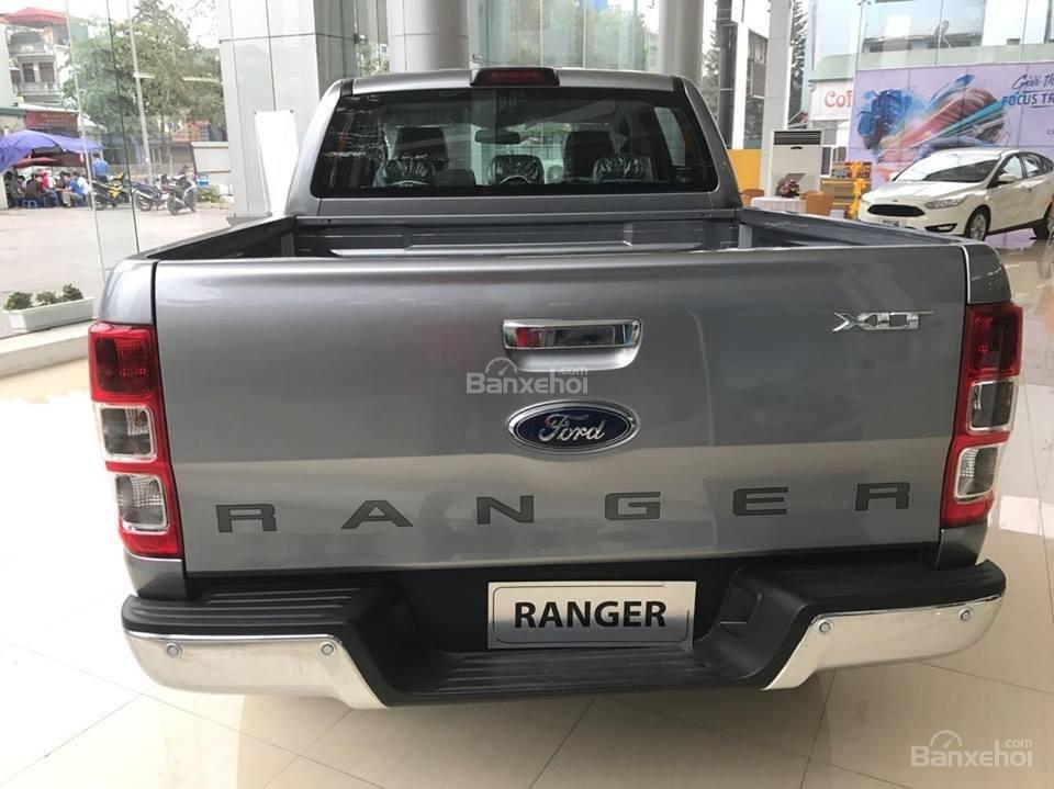 Bán xe Ford Ranger 2.2L XLS AT 4x2 năm 2018, màu bạc, nhập khẩu nguyên chiếc, giá tốt-4
