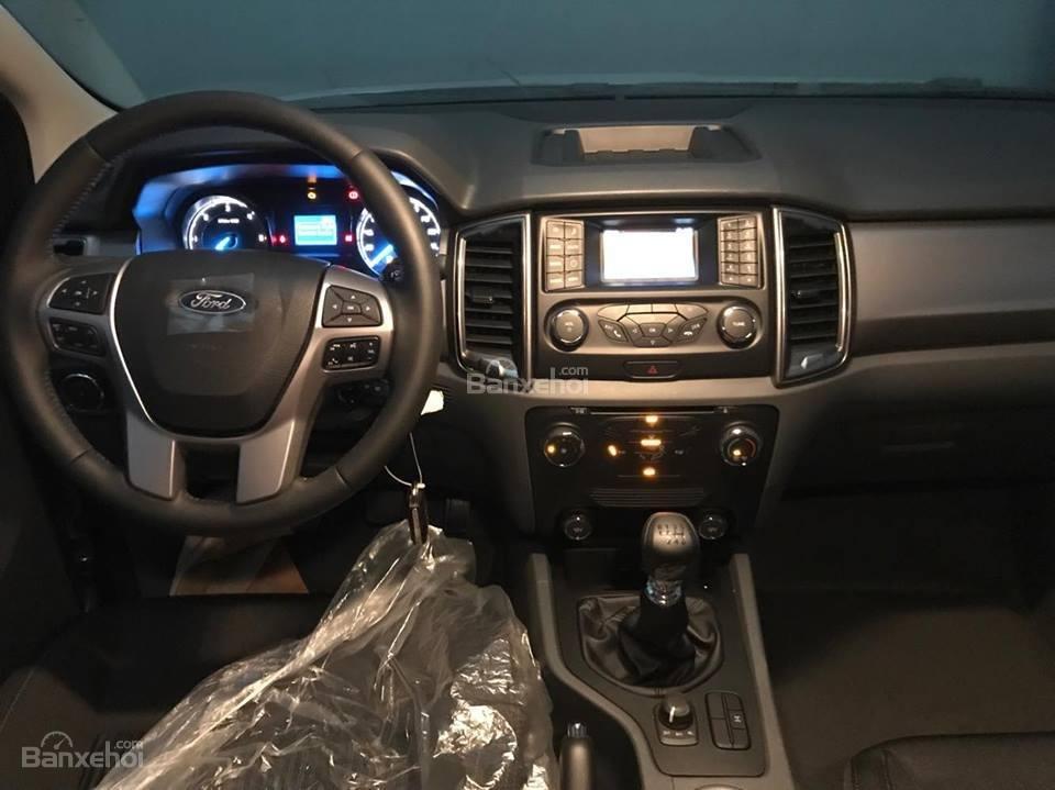 Bán xe Ford Ranger 2.2L XLS AT 4x2 năm 2018, màu bạc, nhập khẩu nguyên chiếc, giá tốt-5