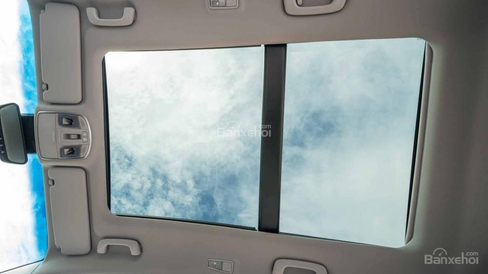 Đánh giá xe Hyundai Tucson 2019: Cửa sổ trời toàn cảnh .
