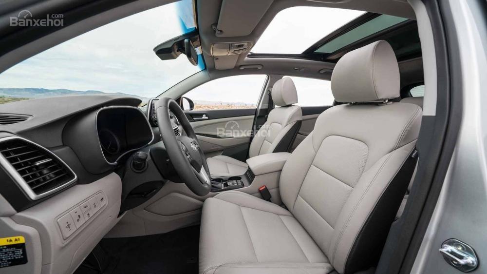 Đánh giá xe Hyundai Tucson 2019: Không gian hàng ghế trước 1