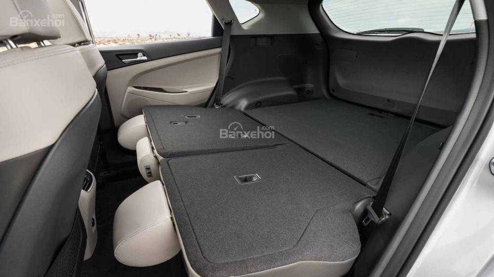 Đánh giá xe Hyundai Tucson 2019: Hàng ghế thứ 2 có thể gập để tăng không gian chứa đồ a