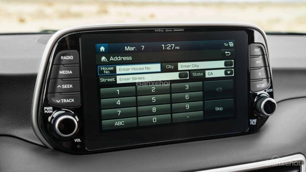 Đánh giá xe Hyundai Tucson 2019: Hỗ trợ kết nối Apple CarPlay và Android Auto tiêu chuẩn.
