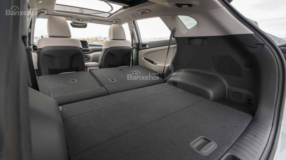 Đánh giá xe Hyundai Tucson 2019: Hàng ghế thứ 2 có thể gập để tăng không gian chứa đồ a2