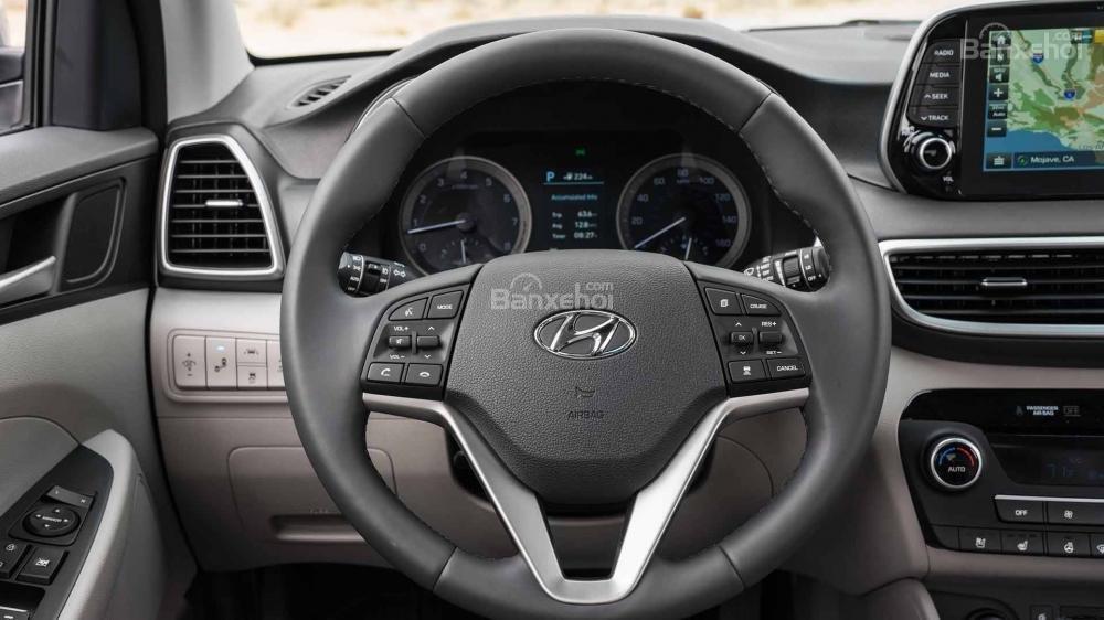 Đánh giá xe Hyundai Tucson 2019: Vô-lăng đa chức năng.