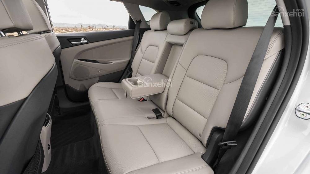 Đánh giá xe Hyundai Tucson 2019: Không gian hàng ghế sau a1