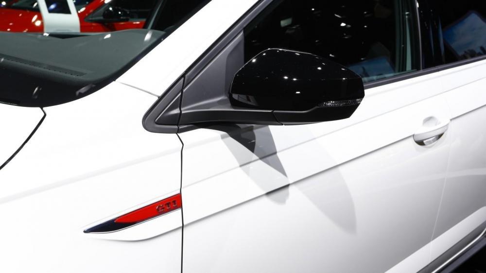 Ảnh chụp gương chiếu hậu xe Volkswagen Polo 2018