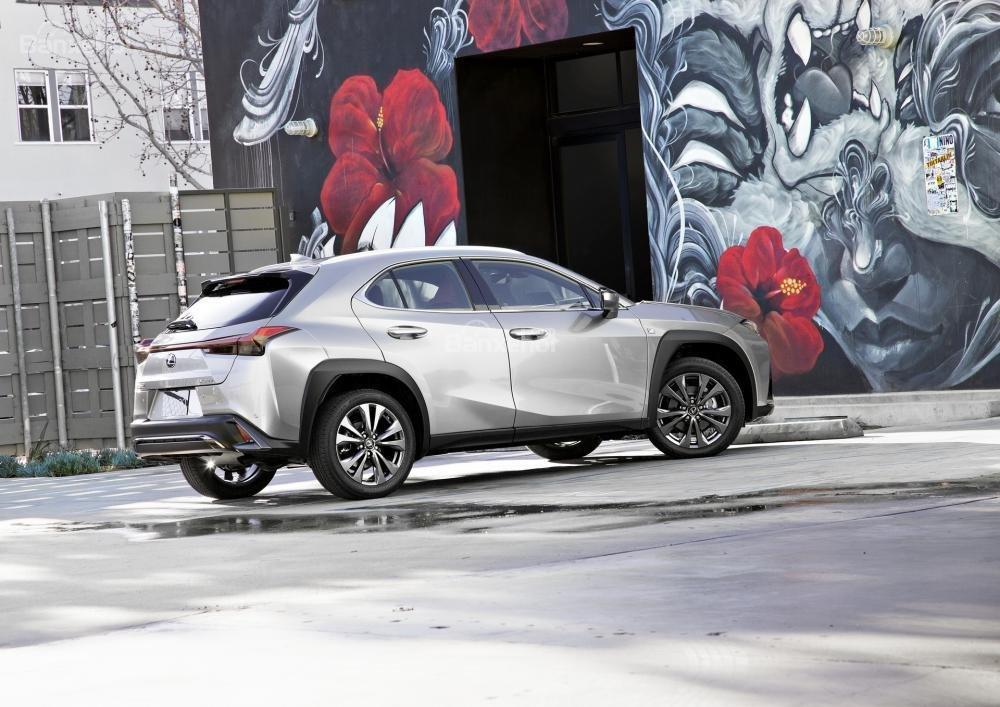 Đánh giá xe Lexus UX 2019 - 2020 về cảm giác lái...