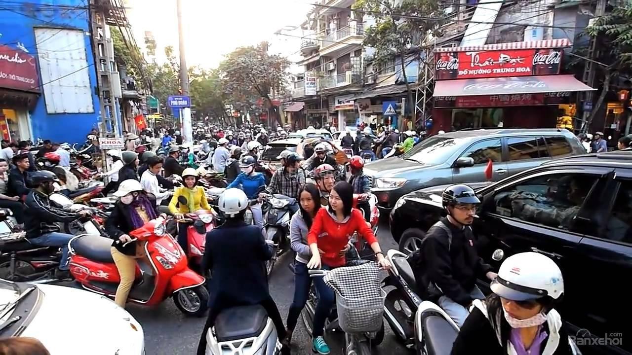 Lái xe qua khu dân cư là một thử thách đối với 1 số tài xế 2
